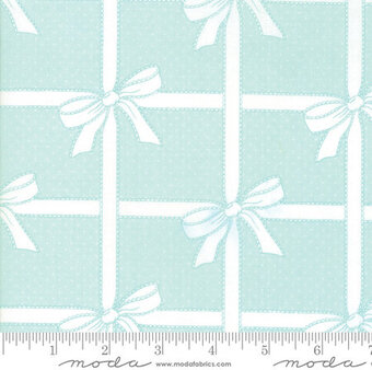 Bonnie Camille Vintage Holiday Wrapped Aqua - Fat Quarter
