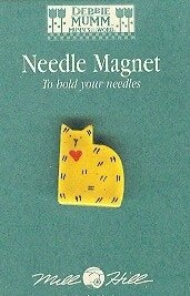 Gold Quilt Cat Needle Magnet